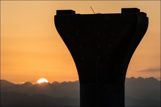 HART rail single column sunrise PF