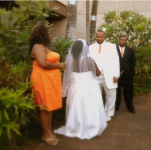 Twitter Helps Couple Get Married at Honolulu Airport During APEC