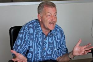 Honolulu Mayor Ducks Undercover