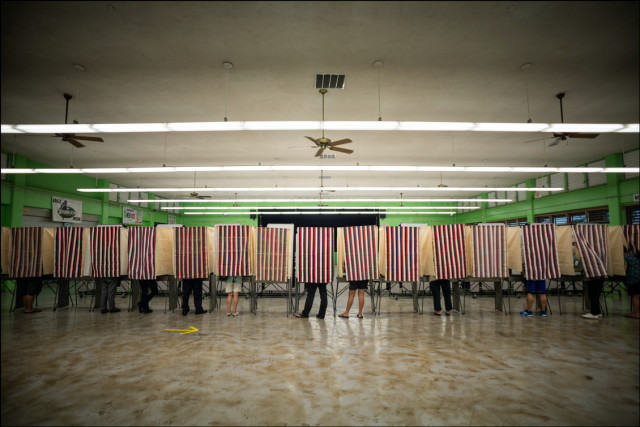 Voters casting their ballots at Kawananakoa Middle School on August 9, 2014