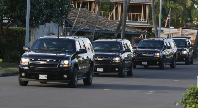 President Barack Obama's motorcade rolls out of Kailuana Place on his way to Marine Corps Base Hawaii. 25 dec 2014. photo Cory Lum/Civil Beat