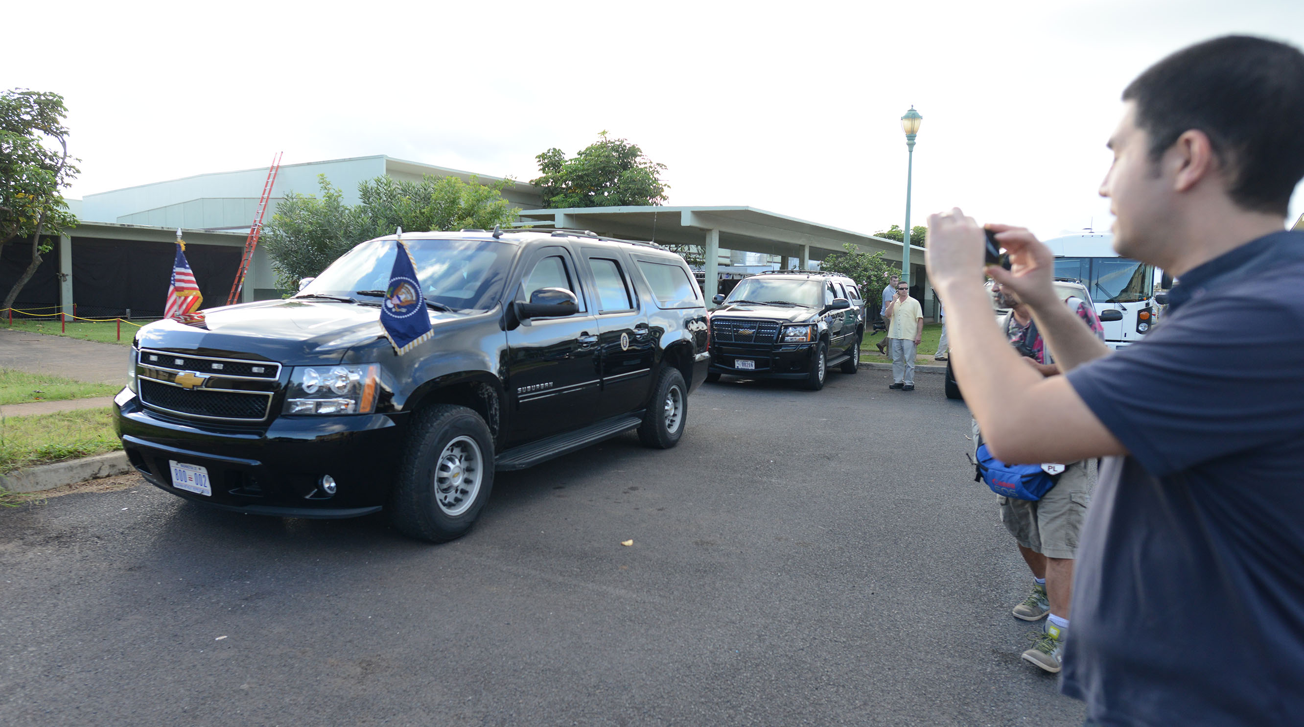 <p>A traveling press pool member photographs Obama's armored car at Marine Corps Base Hawaii while awaiting his return on Christmas Day 2014.</p>