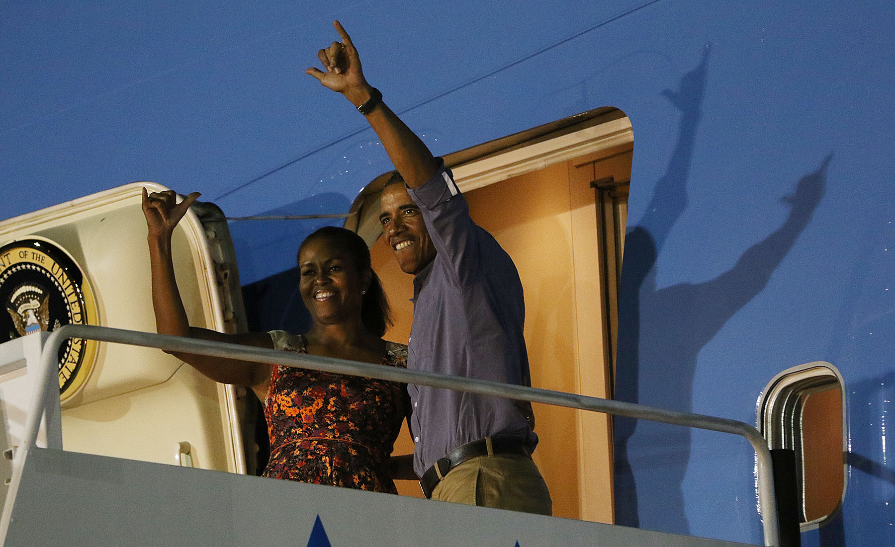 <p>Continuing an Oahu tradition, the year begins with an ending as President Barack Obama and First Lady Michelle Obama flash shakas before boarding Air Force One in early January, closing the books on another Hawaiian holiday vacation.</p>