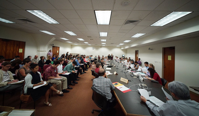 Joint Education committee meeting with Senators and Representatives pack around a full meeting room. 22 april 2015. photograph Cory Lum/Civil Beat
