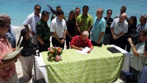 Honolulu Mayor Signs Two Bills Aimed at Restoring Waikiki Beach