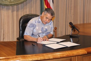 Ige Signs OHA Budget, Bills to Promote Hawaiian Culture