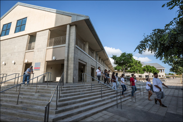 High school students tour UH West Oahu campus 12.3.13