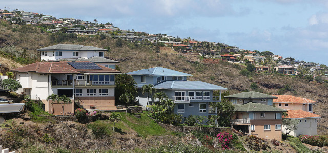 Foreground, Homes along Laukahi Street with Hawaii Loa Ridge homes background. 8 june 2015. photograph Cory Lum/Civil Beat