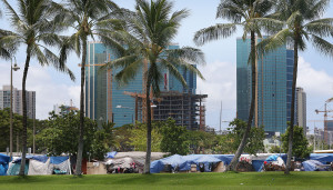 Over a Dozen People Leave Kakaako Homeless Encampment for Shelter