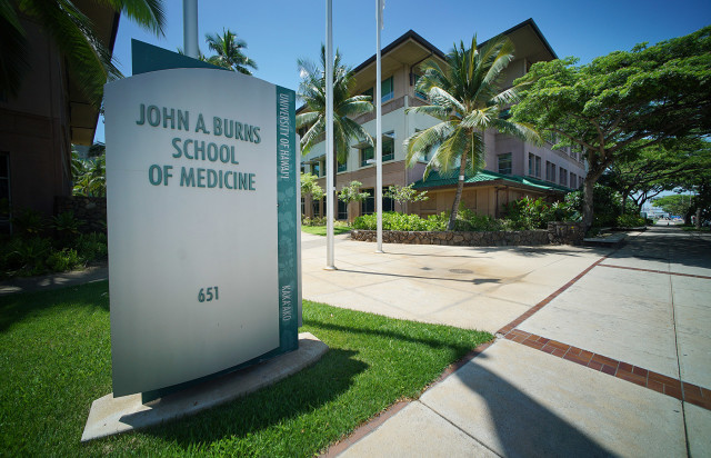 John A. Burns School of Medicine. Kakaako. 8 sept 2015. photogrpah Cory Lum/Civil Beat