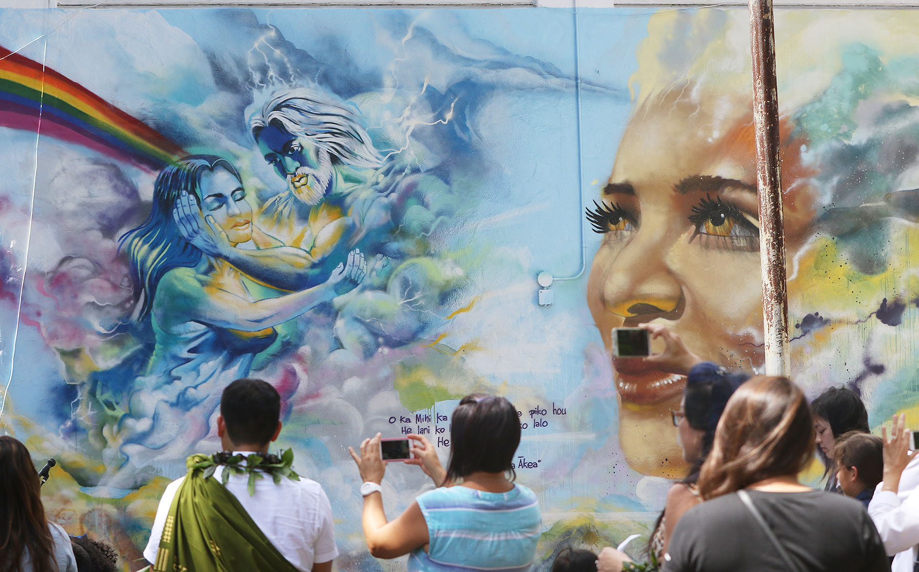 <p>The two schools worked together to bridge faith barriers and create a mural that integrates faith, Hawaiian culture, music, language, art, history and traditions.</p>