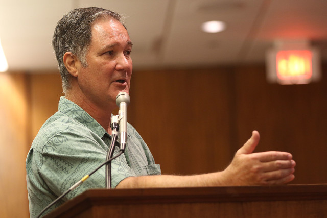 University of Hawaii economist Carl Bonham discusses the state's economic outlook Thursday at the Capitol.