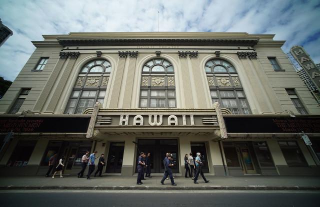 Mayor Kirk Caldwell chinatown HPD walks past Hawaii Theatre.