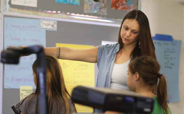 Waialae Elementary Teacher Kate Leary classroom Hawaii school. 1 feb 2016. photograph Cory Lum/Civil Beat