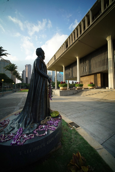 Silhouette of Queen Liliuokalani on the makai side of the Capitol.