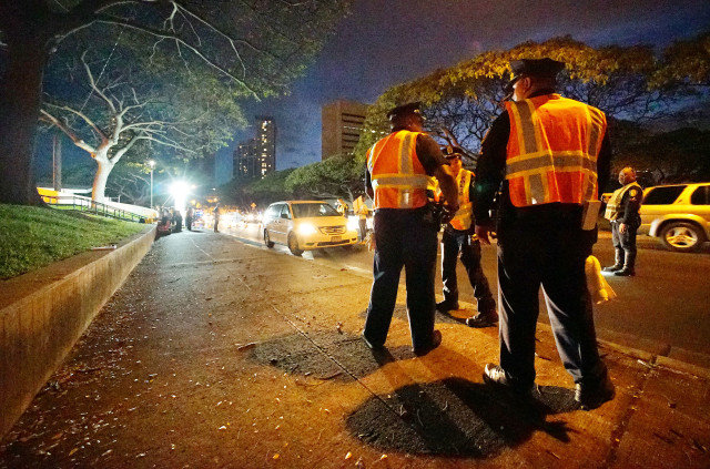 HPD Police DUI Sobriety checkpoint Alapai Street. 5 may 2016.