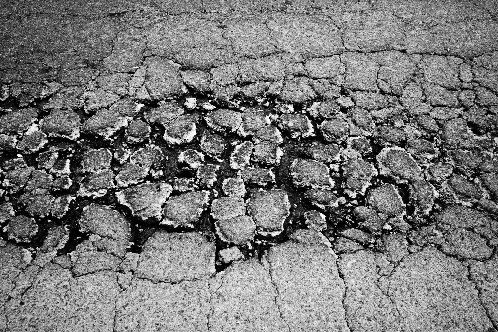 <p>Being downtown doesn&#8217;t always mean smooth sailing on the thoroughfares. This fractured patch is at the edge of Kapiolani Boulevard.</p>