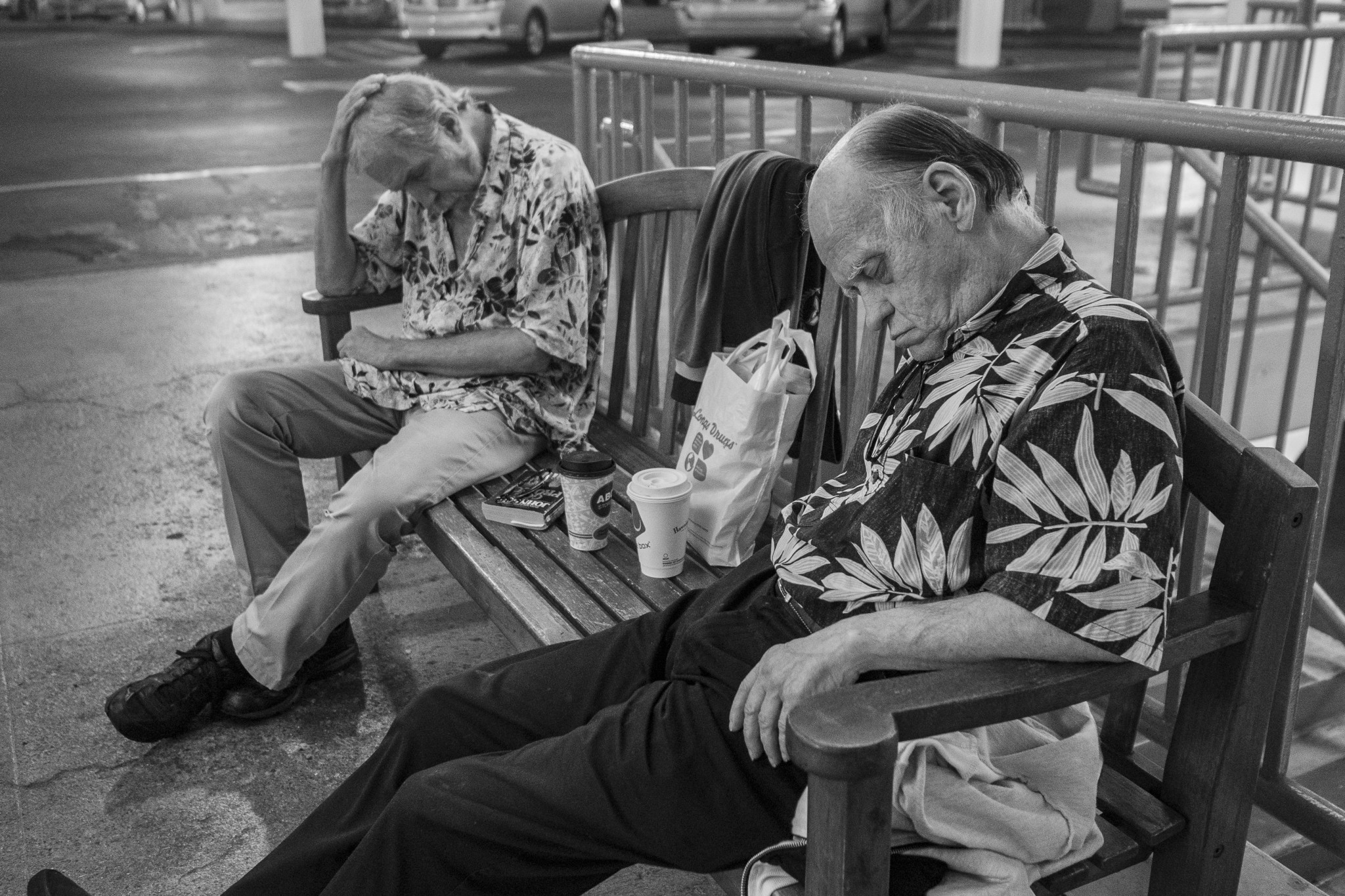 <p>Two men gota little shut-eye on a bench near Macy&#8217;s at Ala Moana Center. A well-rested afternoon awaited them.</p>