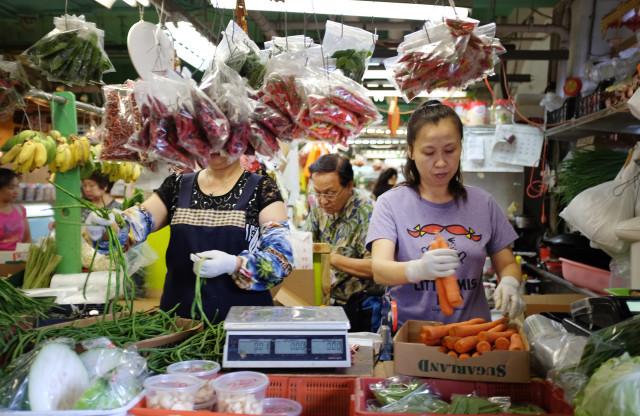 Vegetables are sorted inside Kekaulike Mall, Chinatown. 12 sept 2016