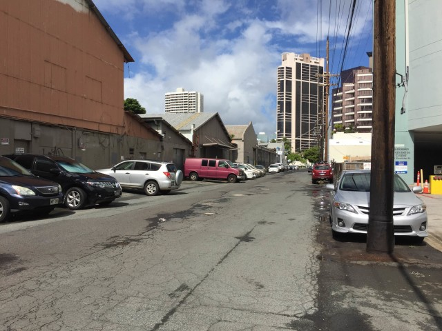 Businesses have complained about a portion of Kawaiahao Street, where Kakaako Land Company has charged rent for parking stalls.