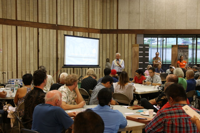 Mayor Kirk Caldwell opened the Kapalama Canal Improvement Plan meeting held Sept. 29 at Palama Settlement, a nonprofit community center in Kalihi.