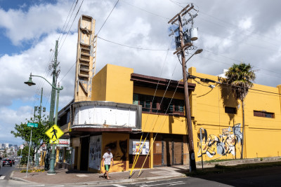 Kaimuki Wants To Return The Queen Theater To Its Former Glory