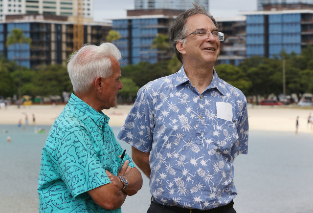 Caldwell Campaign manager Lex Smith talks with Mayor Caldwell before 2nd press conference held at Magic Island. 1 nov 2016