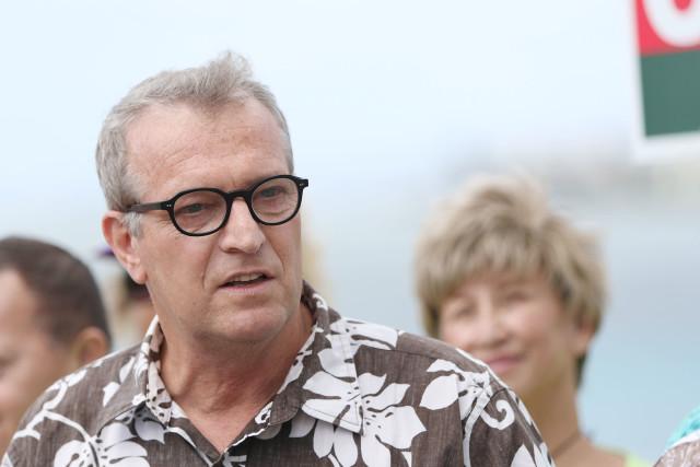 Sierra Club Anthony Aalto speaks during Mayor Caldwell presser, announcing the endorsement of Caldwell by the Hawaii Sierra Club at Magic Island. 1 nov 2016