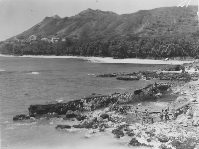 This photo shows how the coast looked before Doris Duke altered the shoreline with breakwaters and the swimming area. Doris Duke Photograph Collection, DDCF Historical Archives, David M. Rubenstein Rare Book & Manuscript Library, Duke University.