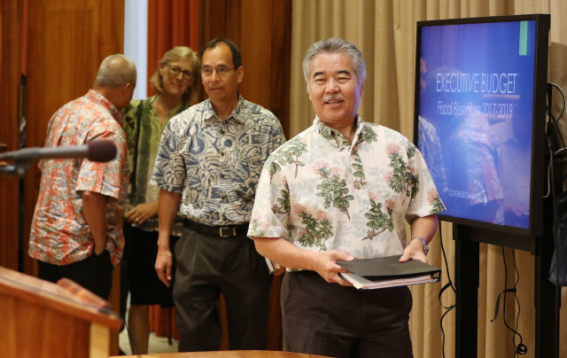 Governor David Ige walks in with Wes Machida before announcing the 2017 budget. 19 dec 2016