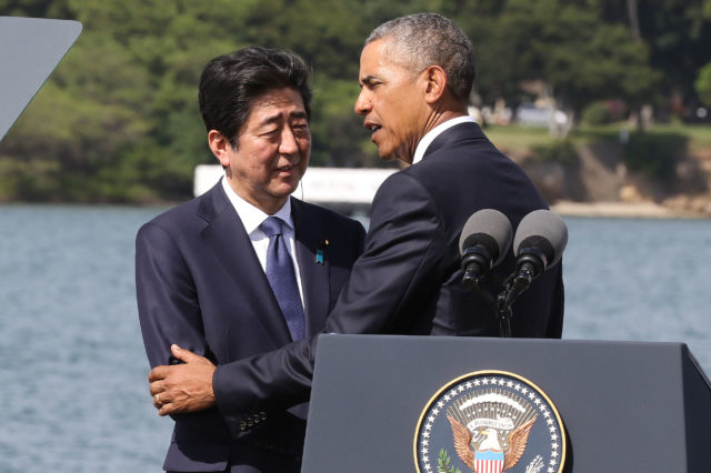Japan Prime Minister Shinzo Abe and President Obama after both gave remarks at Kilo Pier, Pearl Harbor. 27 dec 2016