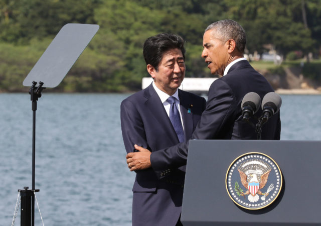 President Obama and Japan Prime Minister Abe share some words after both spoke at Kilo Pier, Pearl Harbor. 27 dec 2016.