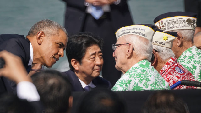 Prime Minister Abe greets WWII veterans. 27 dec 2016