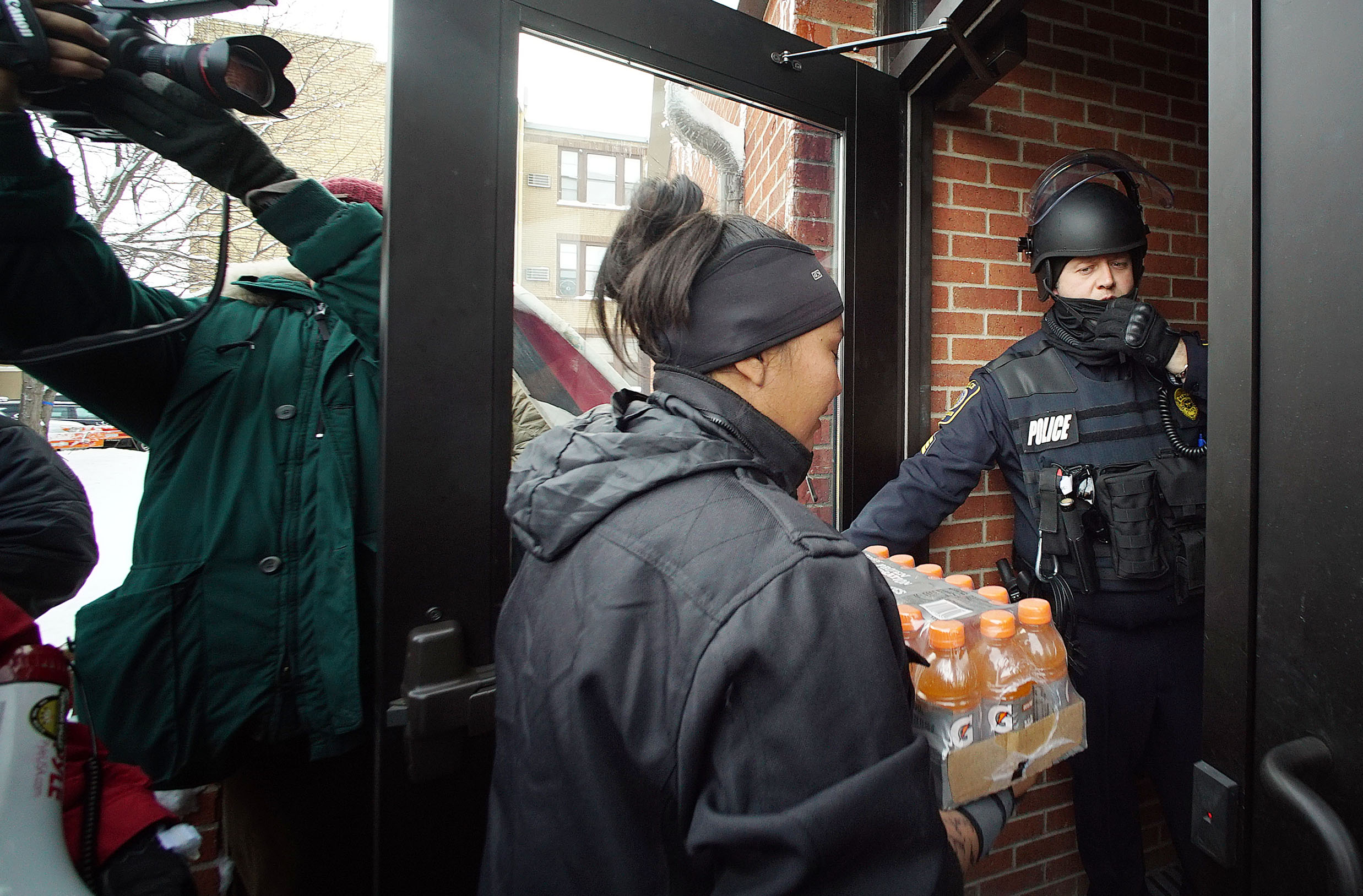 <p>At one point the Morton County Sheriff&#8217;s Department said it would cut off supplies to the encampment, prompting a party of protesters to drive an hour to the sheriff&#8217;s office in Mandan and deliver their ownsupplies to the officers.</p>