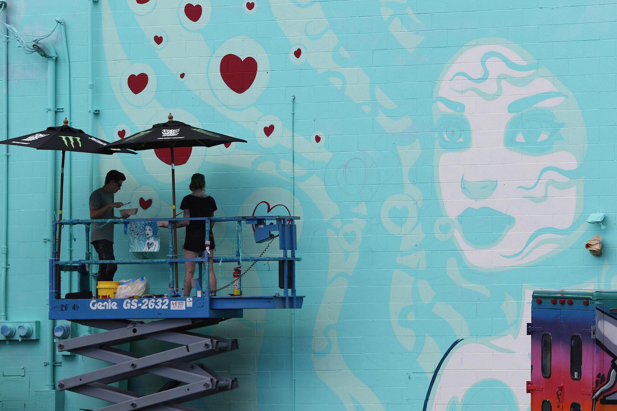 <p>Artist Tara McPherson gets a lift near Auahi and Cooke streets.</p>