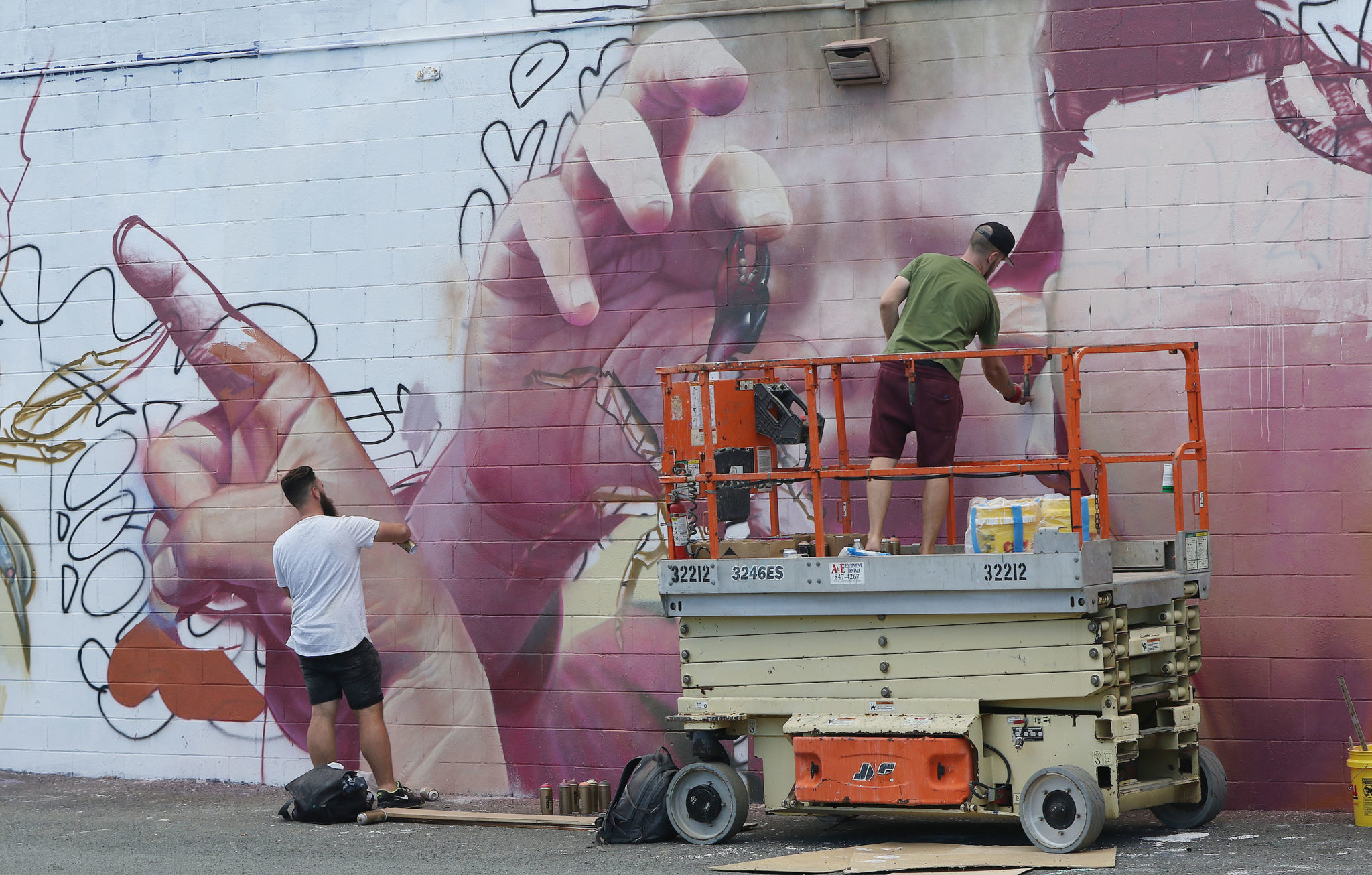 <p>The artists known as Telmo Miel (Telmo Pieper and Miel Krutzmann) from Holland work on two levels near Auahi and Koula streets.</p>