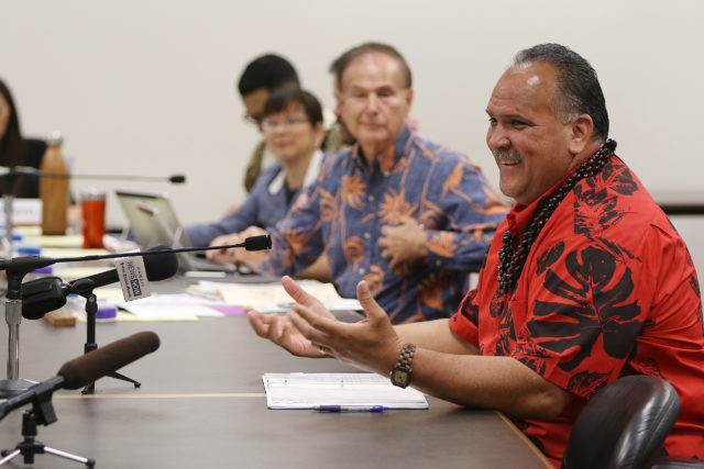 Kauai Mayor Bernard Carvalho Jr.speaks to lawmaker at the capitol.