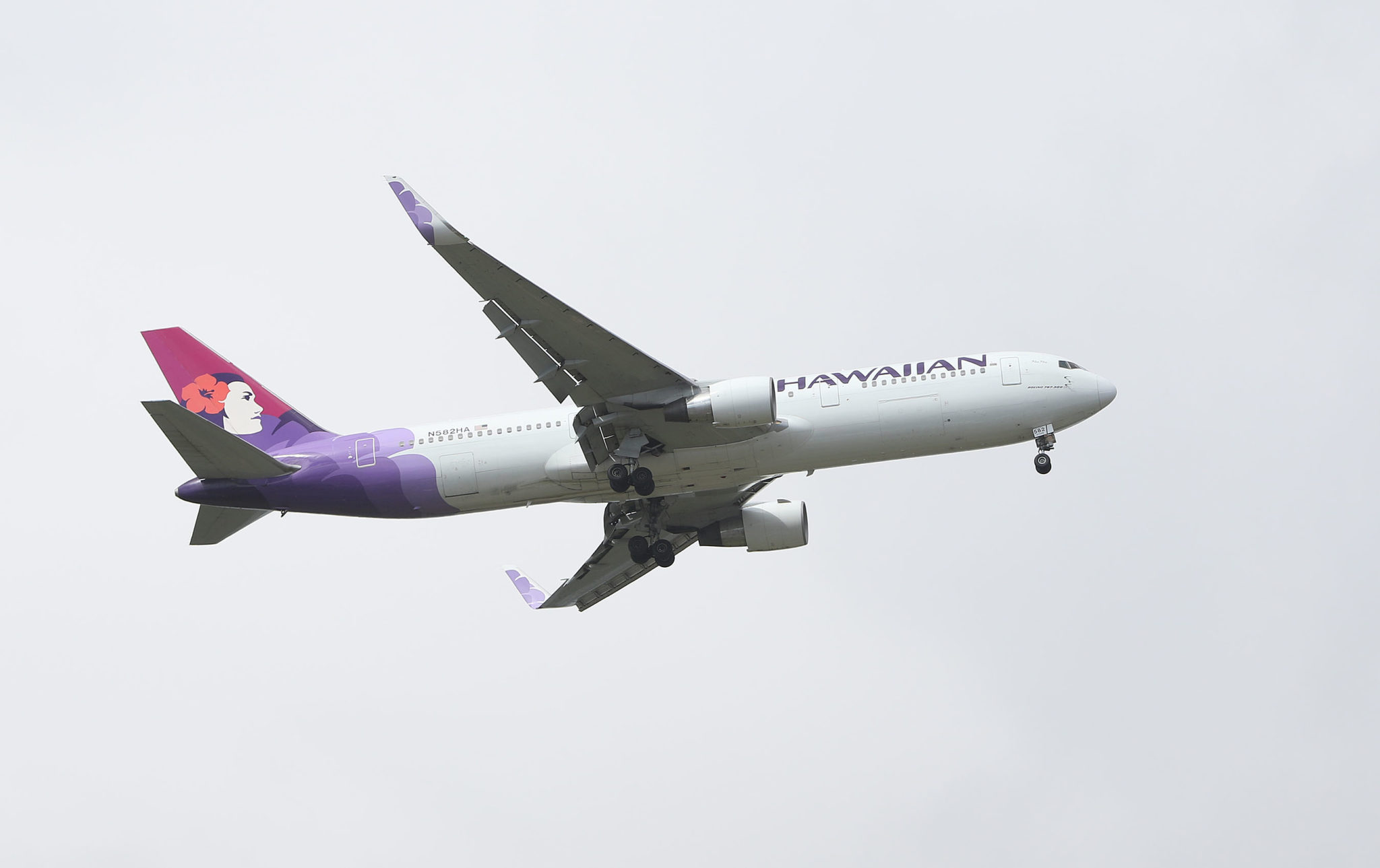 N582HA Hawaiian Airlines Boeing 767-33A ER on way to HNL airport over Ewa.