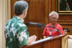 Ige Promises To Help Anxious Kakaako Seniors Facing Rent Hikes