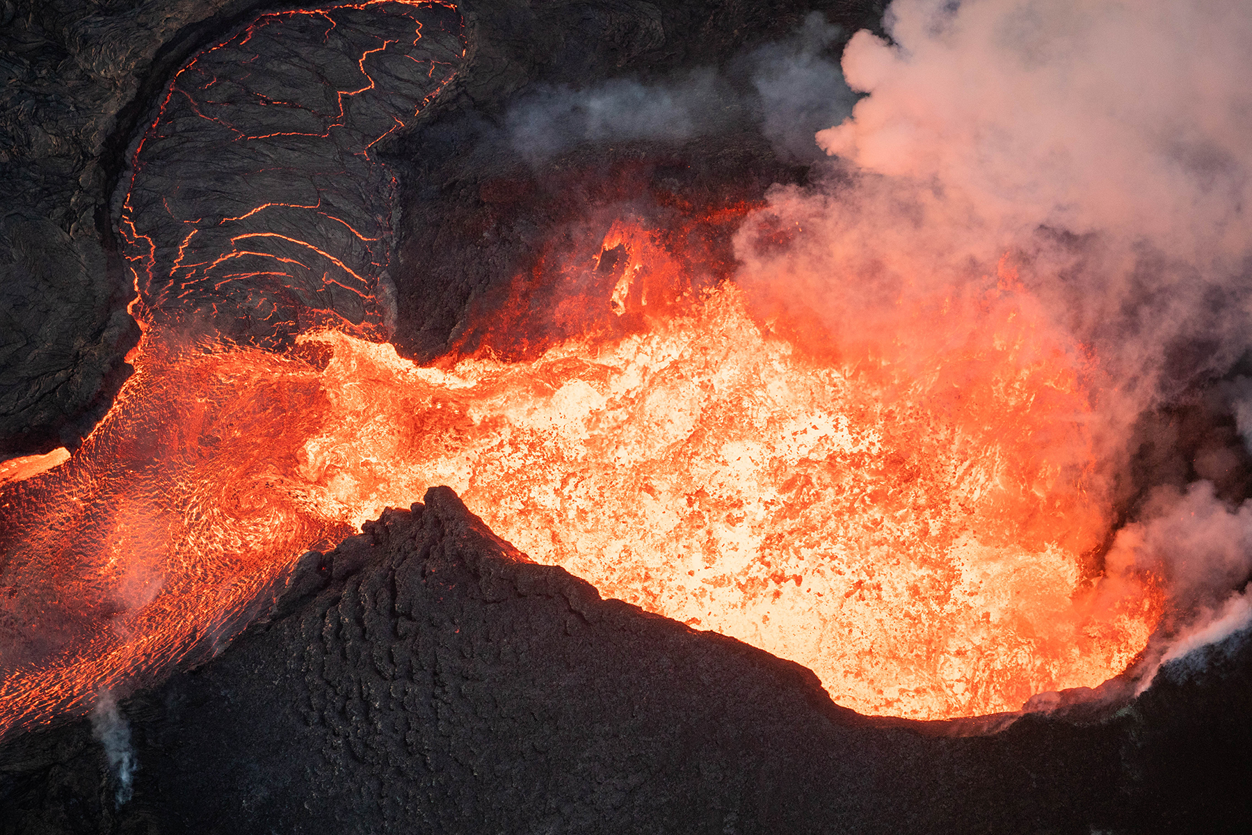 <p>Fiery fissure No. 8 continues to impersonate a volcano summit, with lava ponding to the side of its cinder cone.</p>