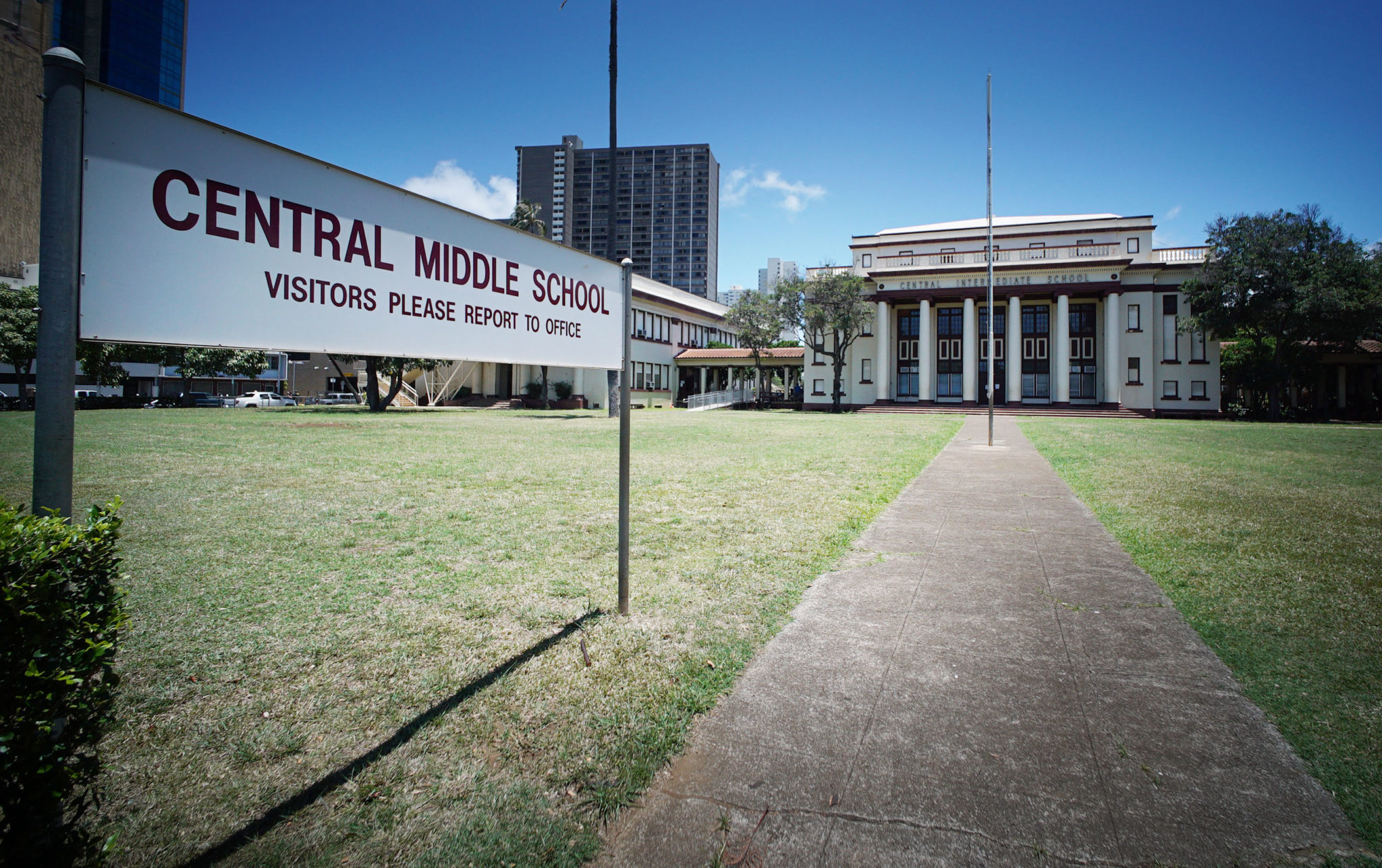Central Middle School front lawn. Central Middle School is a historic school building in Honolulu, Hawaii, built on the grounds the former palace of Princess Ruth Keelikōlani of Hawaii.