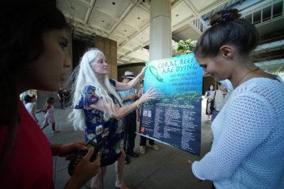 Hawaii Governor Starts The Clock On Sunscreen Ban