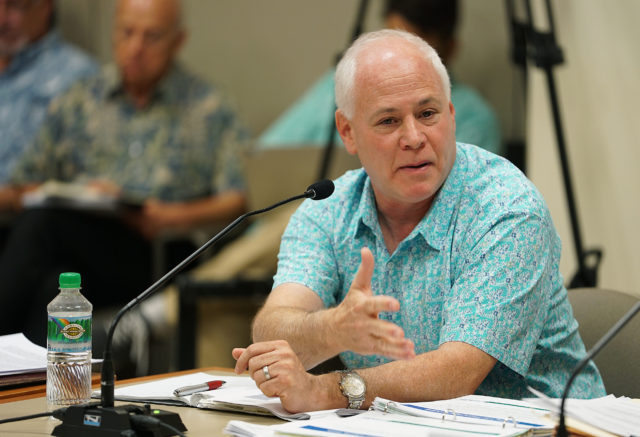 HART Andrew Robbins speaks during Kapolei Hale meeting.
