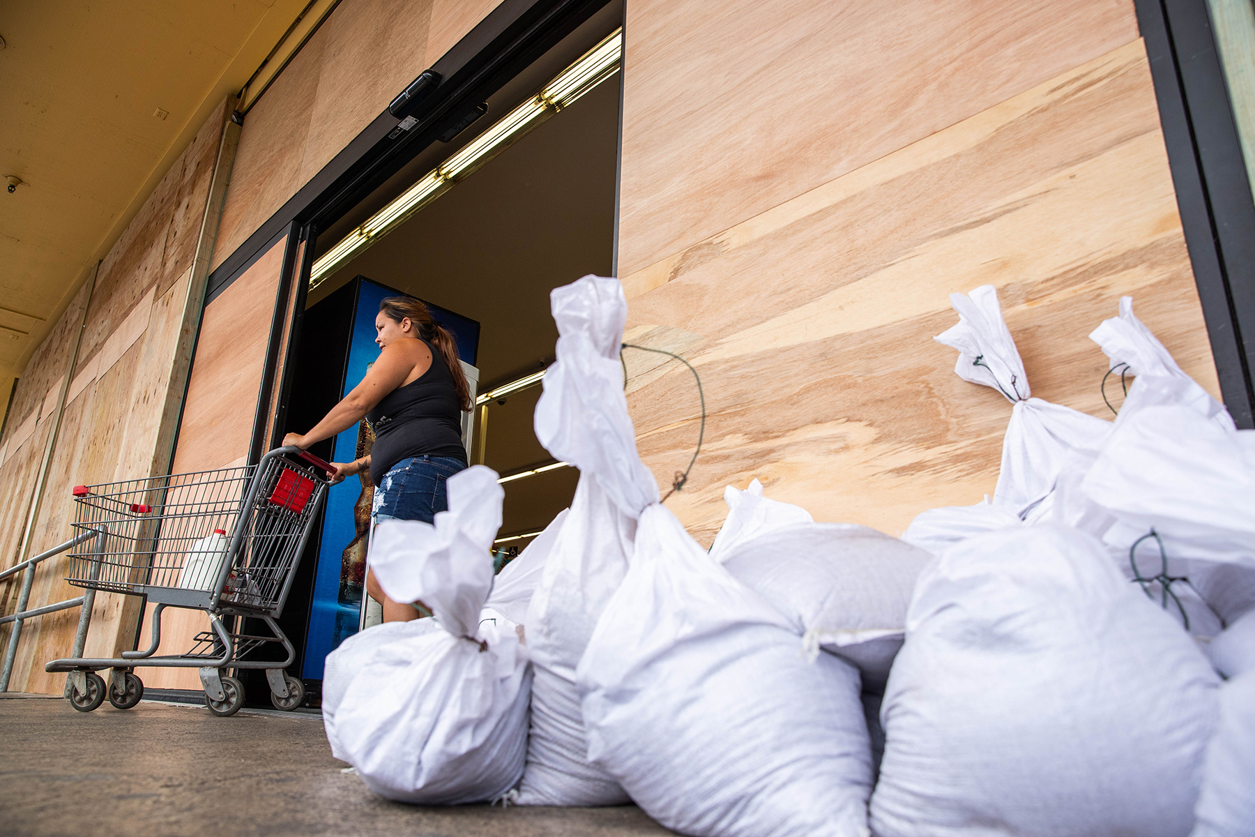 <p>As the slow-moving storm approached, some businesses and residents boarded up their windows or put out sandbags. Longs Drugs in Waianae did both. Photograph by Anthony Quintano/Civil Beat</p>