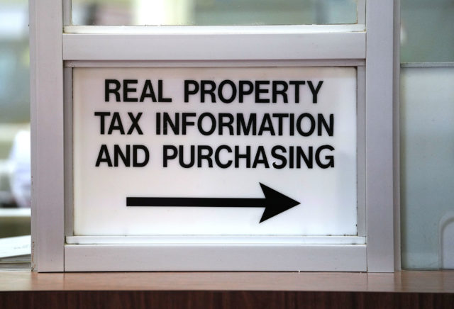 Real Property Tax Information and Purchasing Sign Honolulu Hale. 8 aug 2018