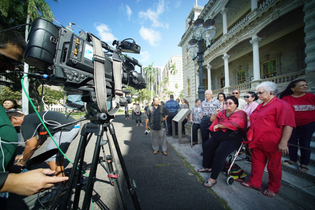 Kawananakoa supporters hold press conference fronting Iolani Palace. Right, Lilikala Kamelehiwa and Oz Stender spoke to media gathered.