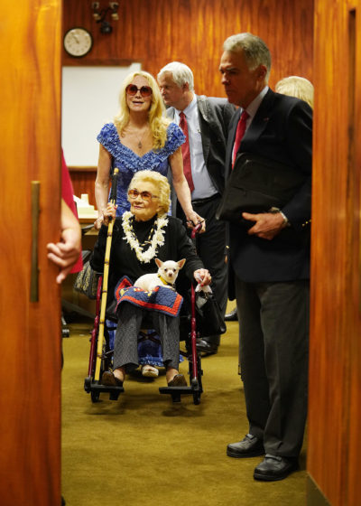 Abigail Kawananakoa and Veronica Gail Worth leave the courtroom.