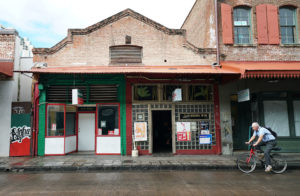 Can Hawaii's Oldest Dive Bar Survive Chinatown's Invading Hipsters?