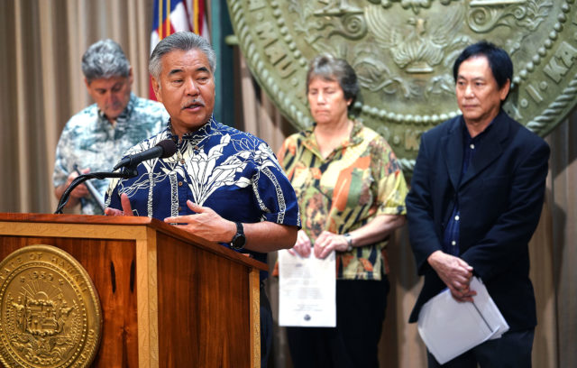 Gov David Ige TMT presser with Randall Suzuki from teh AGs office, Board of Land and natural Resources Chair Suzanne Case and UH president David Lassner.