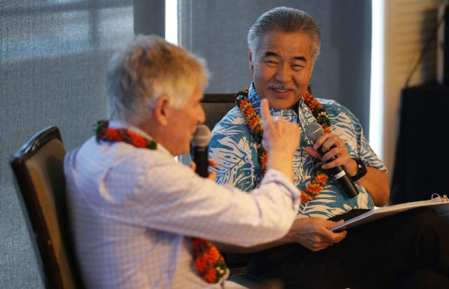 Governor David Ige chats with Neil Milner at the Plaza Club1.